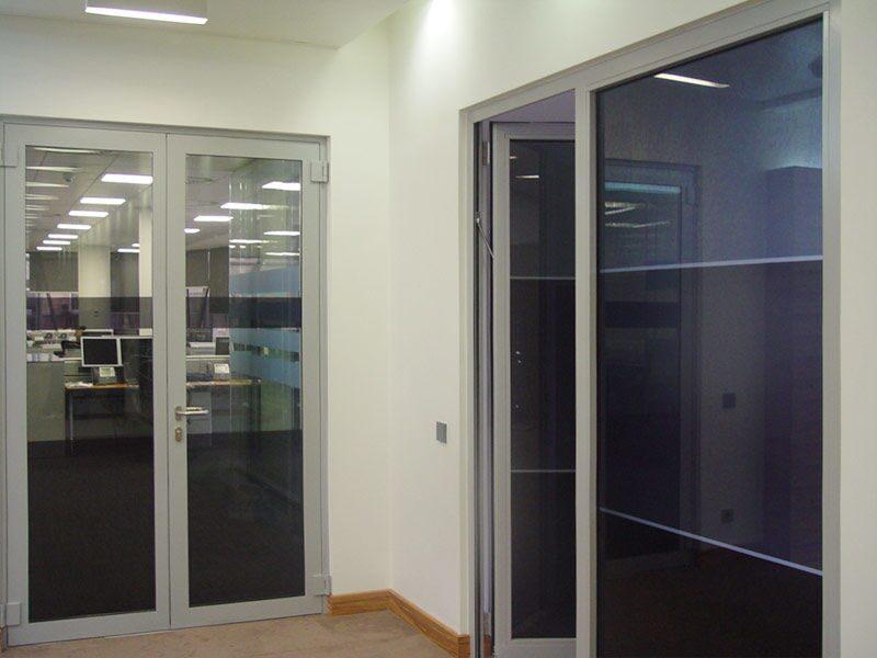 металлическая входная дверь в офис