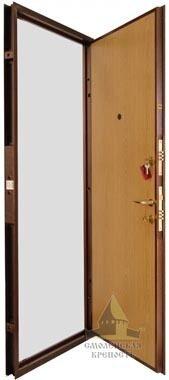 стоит ли стальная дверь клин
